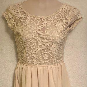 Women's cream WIndsor size Medium dress